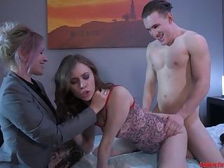 Реальное домашнее видео группового секса