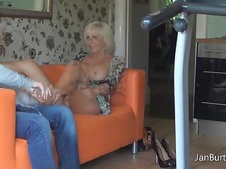 Мачеха равным образом побег порно видео